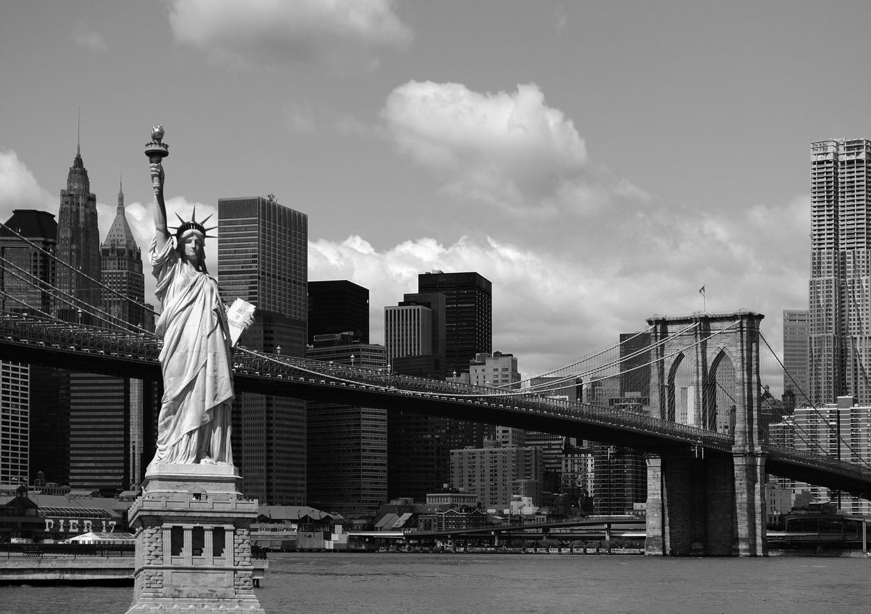 Fototapete tapete brooklyn bridge freiheitsstatue new york for Black and white new york mural wallpaper